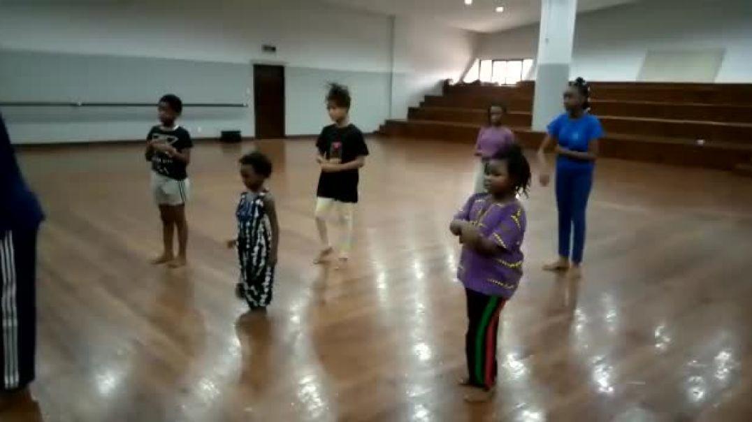 Abibifahodie Adesuabea cutest African dance lession