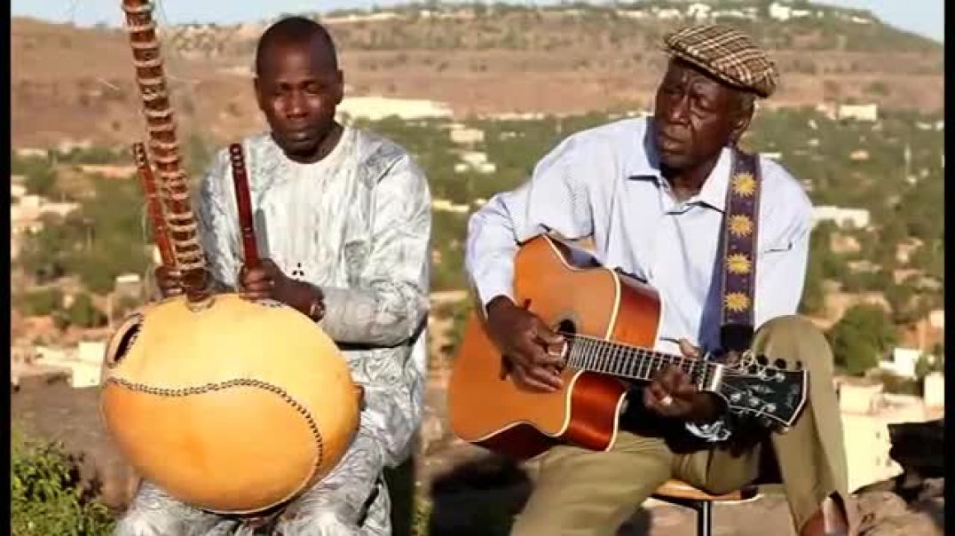 Boubacar Traoré accompanied by Ballaké Sissoko  -Mariama- (2015 acoustic version)