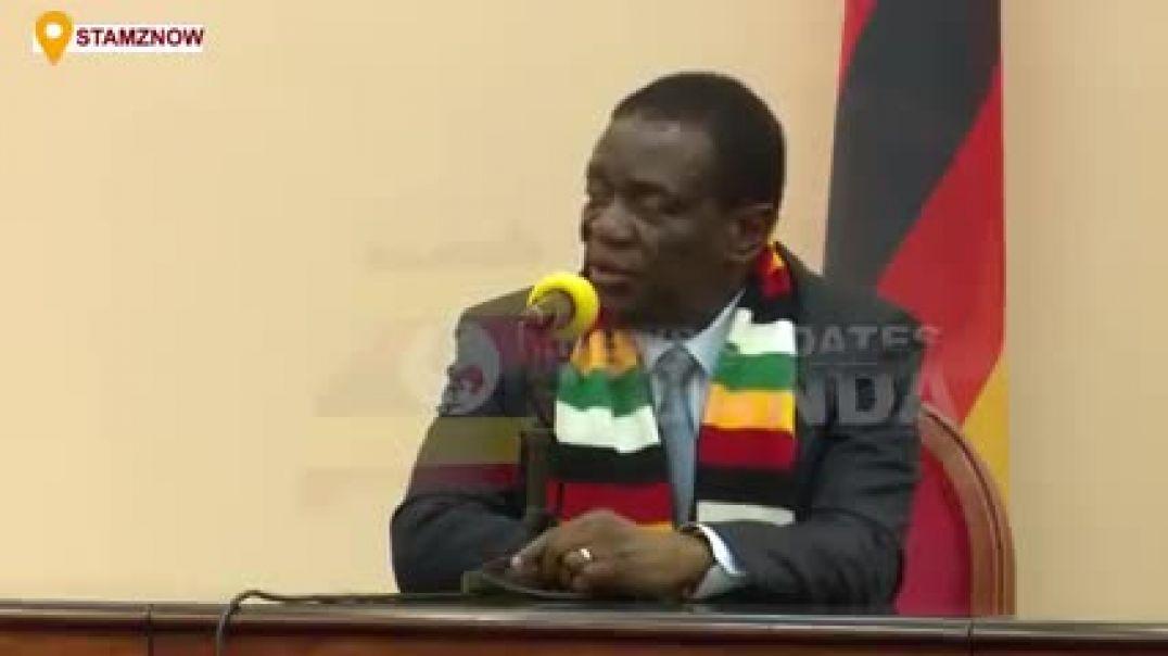 Zimbabwe's Pres Mnangagwa explains to a jornolist