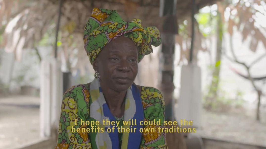 Mme Nima Debora (Maman D), mère spirituelle Bwiti, sur l'iboga